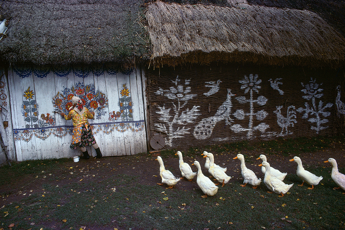 Bruno Barbey. Magnum Photos. Zelipie, Poland, 1976
